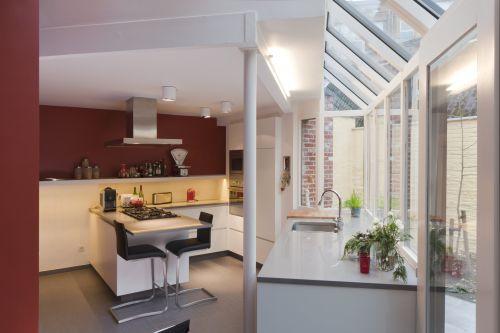 Keuken met uitzicht naar buiten - op maat gemaakt door Maku
