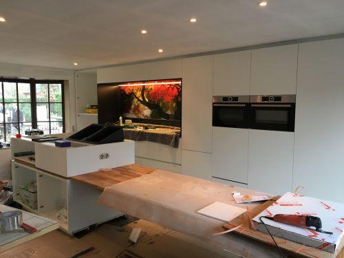 Installatie van keuken met foto op gasplaat