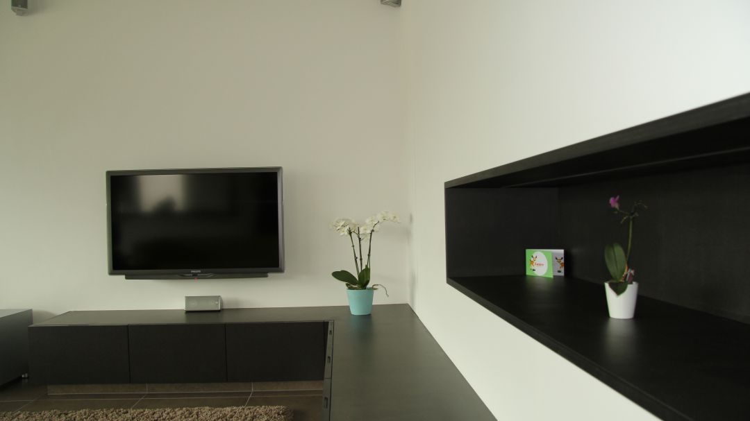 Zwart - wit tv meubel te Gentbrugge