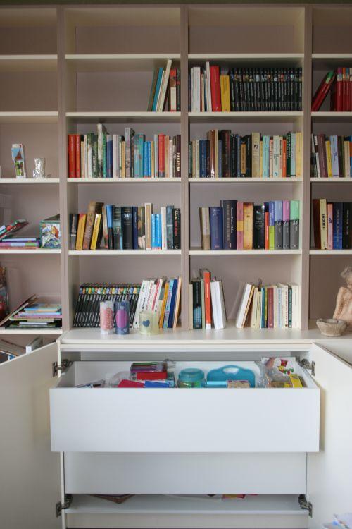 Boekenkast met binnenlades