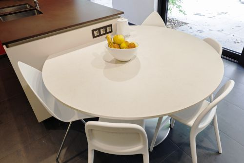 Ronde tafel in Dekton