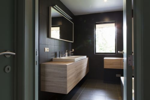 Hangmeubel badkamer op maat in Mariakerke