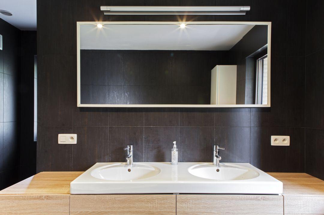 Badkamer wit - zwart - hout