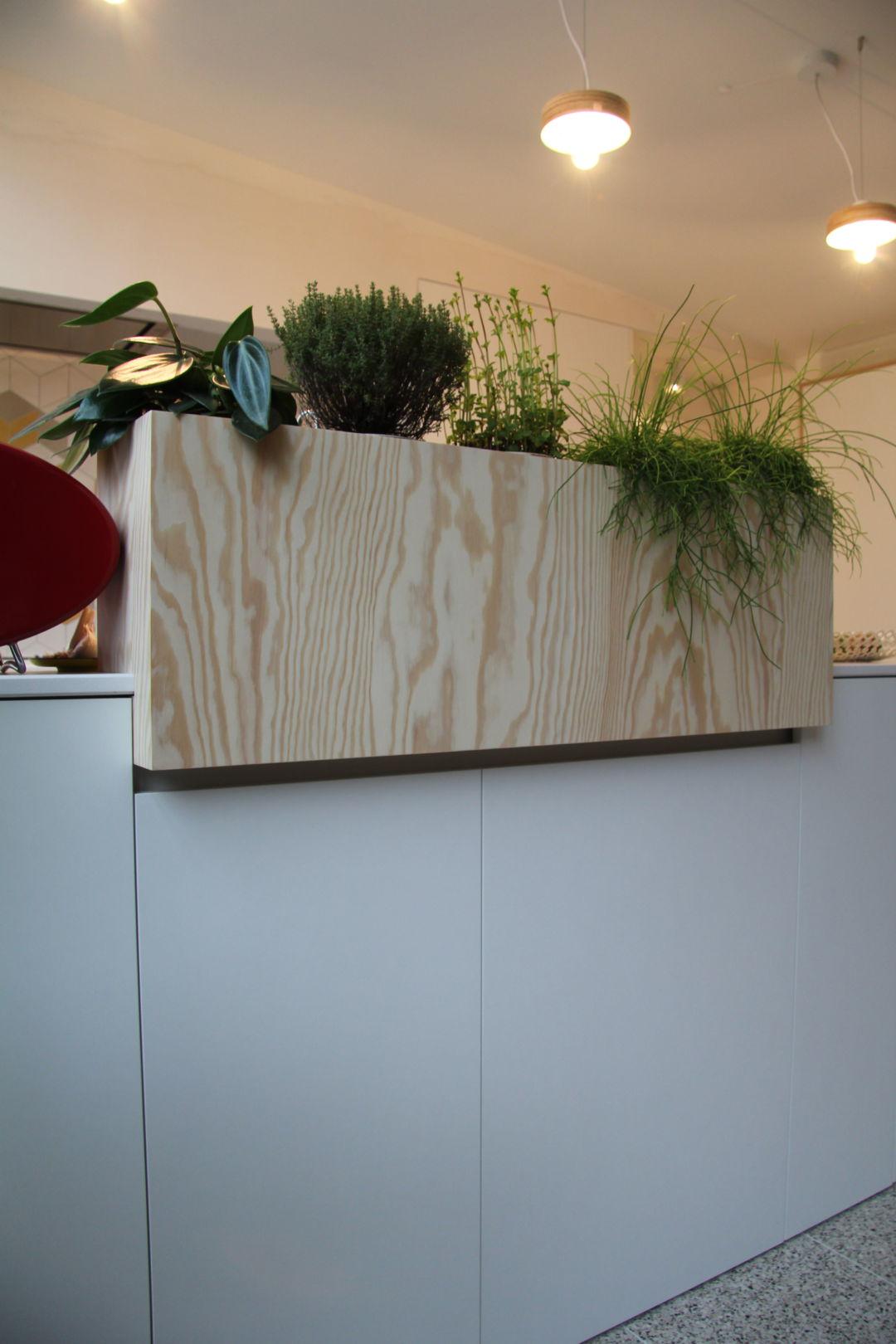 plantenbak grenen in keuken op maat