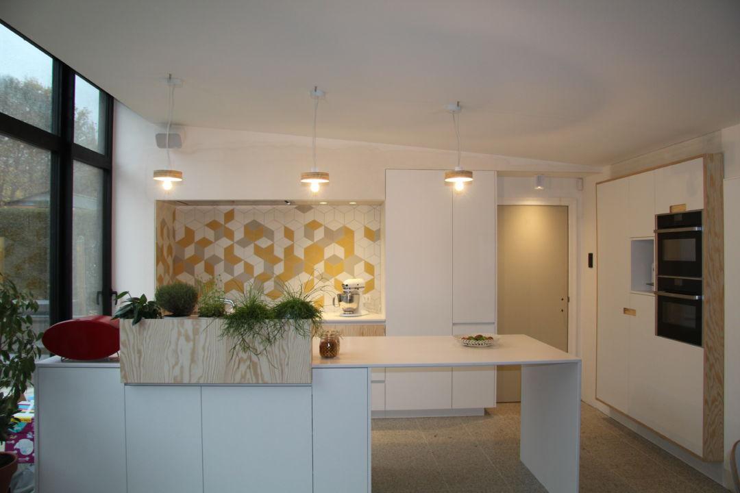 keuken met plantenbak
