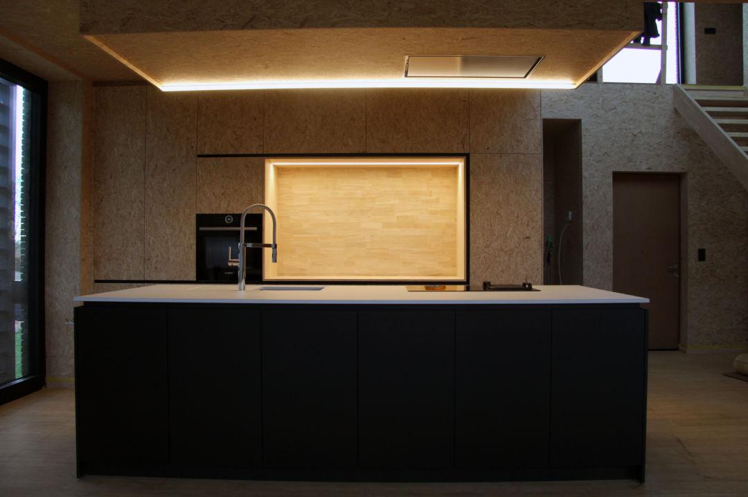 Keuken mdf zwart + OSB en Dekton