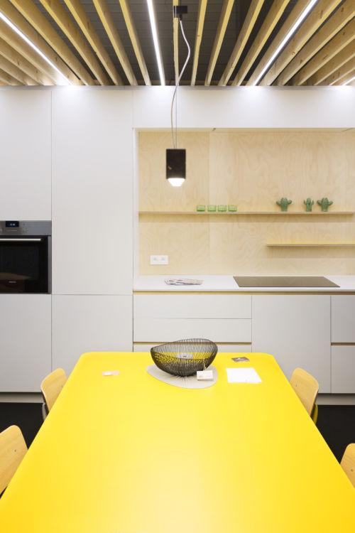 Keuken met laminaat en multplex