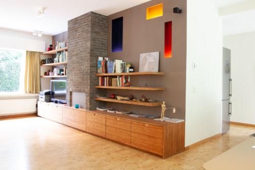 tv meubel in bamboe met kleuren en grijze mdf
