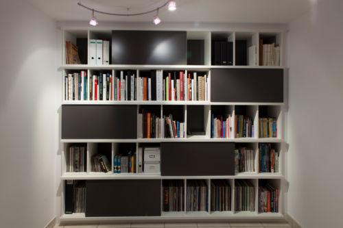 zwart wit boekenkast