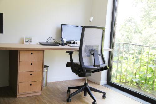 bureau uit multiplex