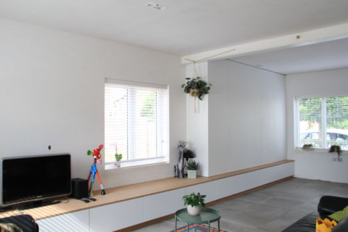 tv-meubel met bambooaccenten
