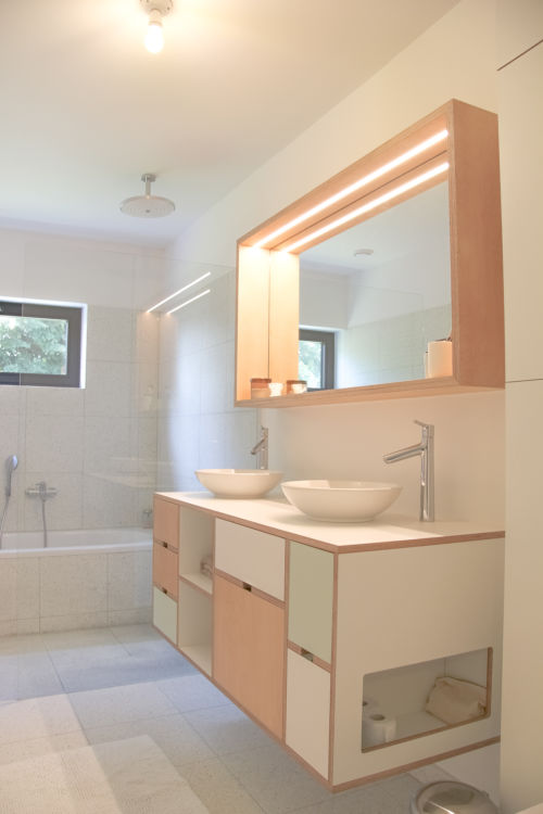 badkamermeubel uit multiplex en laminaat