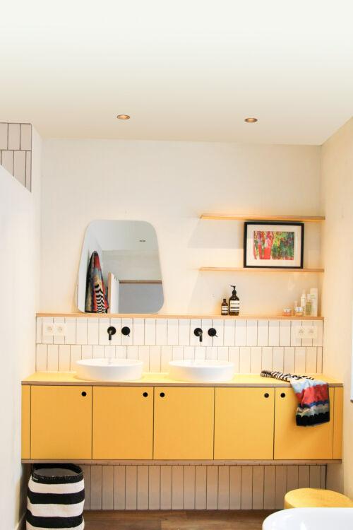 geel badkamermeubel
