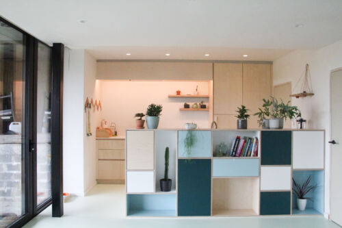 Multiplex keuken met kleurrijke laminaat