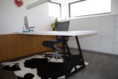 bureau uit laminaat en bamboo