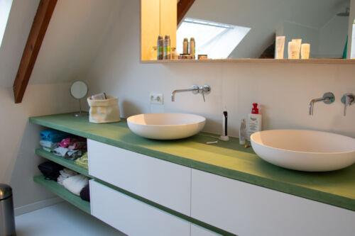 kleurrijk badkamermeubel
