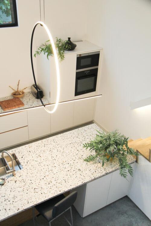 design keuken en terrazzo werkblad met fineer details