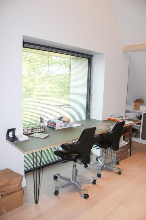 bureau met uitzicht op tuin