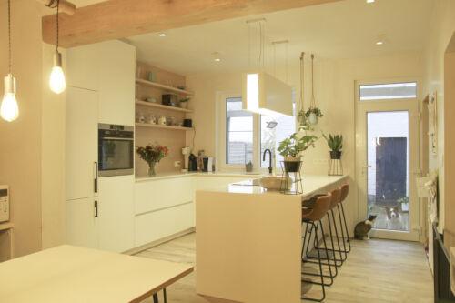 warme keuken met houten details