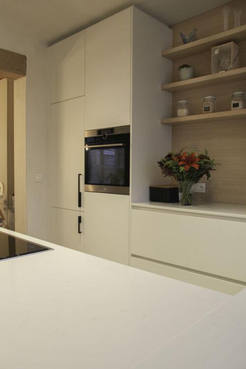 warme keuken met fineer details